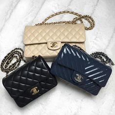 if you're bored right now my new video just went up! decided to go ahead and do the requested review of my #CHANEL Rectangular Mini Flap Bag :) I go over what fits inside, my thoughts and show a size comparison between the Square Mini and the Medium Classic Flap. CLICKABLE LINK IN MY BIO!!! http://youtube.com/hollyannaeree
