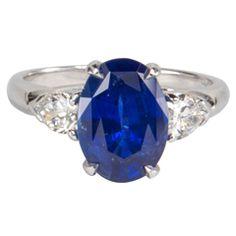 Classic Sapphire Diamond Ring set in Platinum