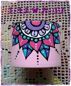 Flower Pot Art, Flower Pot Design, Flower Pot Crafts, Painted Plant Pots, Painted Flower Pots, Painting Glass Jars, Pebble Painting, Summer Camp Crafts, Camping Crafts