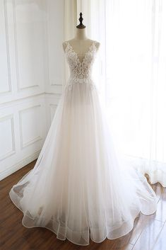 White Elegant Lace V-neckline Long Tulle Wedding Gowns, Charming Party Dresses - Dream Wedding Dresses Tulle Wedding Gown, Wedding Dress Sleeves, Long Sleeve Wedding, Boho Wedding Dress, Mermaid Wedding, Floral Wedding, Modest Wedding, 50s Wedding, Wedding Disney