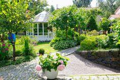 Koko perheen ehdoilla rakennettu puutarha | Viherpiha