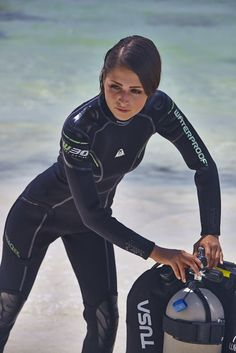 Victory green River Diver's Knife - original diving knife suitable as deep sea divers knife and commercial riggers knife. Diving Suit, Scuba Diving Gear, Swimming Diving, Scuba Wetsuit, Diving Wetsuits, David Beckham Suit, Diving Lessons, Vogue Paris, Latex Babe