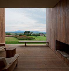 Fasano Boa Vista Hotel / Isay Weinfeld  Wood paneling
