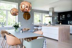 Bland stole i forskellige farver! Home Design, Kitchen Interior, Room Interior, Interior Ideas, Valspar Colors, Kitchen Dining, Dining Room, Interior Design Magazine, Home Decor Inspiration