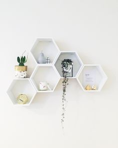 Lusting so hard over this gorgeous home decor. If you need us we will be pinning our lives away tonight. That's what I call a successful Saturday Who's with us? Honeycomb Shelves, Hexagon Shelves, Living Room Decor, Bedroom Decor, Deco Boheme, Modern Wall Decor, Home And Deco, Decoration, Home Furniture