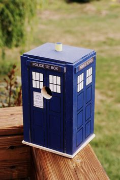 Doctor Who Tardis Birdhouse