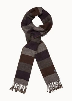 Mit diesem Schal geben Sie dem legeren Business-Looks und den Casual-Outfits eine extra Portion lässigen Style. Perfekt für den urbanen, stilsicheren Mann. Aus 50% Wolle, 35% Baumwolle und 15% Polyamid....