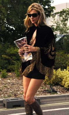Kate Moss festival style.
