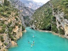 Conseils et bons plans pour un week-end dans les gorges du Verdon. Villages authentiques, paysages spectaculaires, champs de lavande, etc...