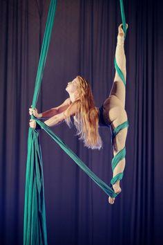 Aerial Yoga, Aerial Acrobatics, Aerial Dance, Aerial Silks, Female Action Poses, Silk Dancing, Action Pose Reference, Acrobatic Gymnastics, Circus Art