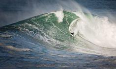 No hay miedo y sí muchas ganas de vivir me acompañas? #nazare #oceano #ocean #surf #surfing #surfer #olas #waves #portugal // Fot.: J. Feteira