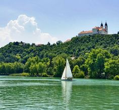 Heart Of Europe, Beautiful Landscapes, Budapest, Wonders Of The World, Countryside, Sailing, Beautiful Places, Places To Visit, Boat