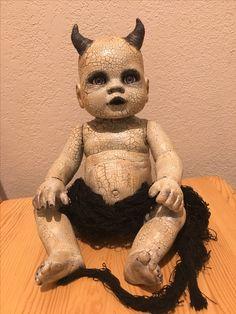 Papier mache horns? Creepy Doll Halloween, Creepy Baby Dolls, Creepy Toys, Scary Halloween Decorations, Baby Halloween, Halloween Themes, Victorian Halloween, Zombie Silhouette, Creepy Photography