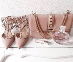 bag bags and purses purse studs shoes studded bag chain bag valentino nude heels pink heels pink bag lipstick our favorite accessories 2015 Valentino Garavani, Valentino Shoes, Valentino Clothing, Valentino Black, Fashion Bags, Fashion Shoes, Womens Fashion, Fashion Hub, Girls Shoes