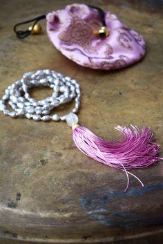 Tassel Halsketten  Rosa tasseled Halskette  Graue von ThePillowBook