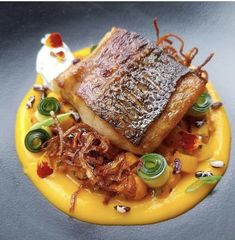 Foodstar Oli Harding ( shared a new image on Foodstarz /// Sea bass, chana masala, butternut puree, rajita, tandoori onions… Salmon Recipes, Fish Recipes, Seafood Recipes, Gourmet Recipes, Cooking Recipes, Chana Masala, Fancy Food Presentation, Gourmet Food Plating, Food Plating Techniques