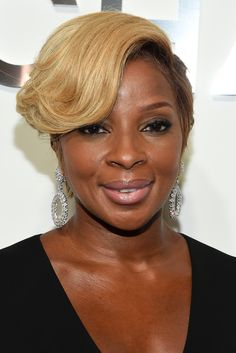 Mary J. Blige attended the Michael Kors fashion show rocking a short 'do with sculpted bangs.