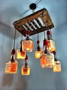 Build a bottle lamp yourself: Great instructions and inspirations .- Flaschenlampe selber bauen: Tolle Anleitung und Inspirationsideen diy chandelier from glass bottles build yourself - Diy Bottle Lamp, Bottle Chandelier, Bottle Art, Driftwood Chandelier, Diy Chandelier, Alcohol Bottles, Glass Bottles, Alcohol Bottle Crafts, Whiskey Bottle Crafts