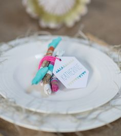 This DIY driftwood place setting is colorful and easily customized for your next summer soiree! #BHGSummer