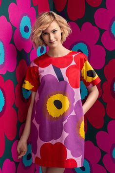 Can't get enough of this color from Marimekko. Floral Fashion, 50 Fashion, Colorful Fashion, Fashion Prints, Fashion Design, Marimekko Dress, Marimekko Fabric, Design Textile, Fabric Design