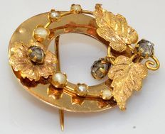 18 kt yellow gold brooch with white pearls and sapphires