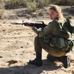 📷 Photo by @justlerman Beauty will save the World - #IDF #צהל #ArmyGirl #צבא #Jewish 🔯#Israel #ישראל #Israeli #ישראלי FOLLOW/COMMENT/LIKE 😍 Idf Women, Military Women, Military Girl, Military Police, Israeli Girls, Save The World, Outdoor Girls, Man Of War, Brave Women