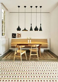Lighting Ideas Breakfast Nook - 8 Popular Pendant Lights & Dupes That Will Look Great In Any Room: Mixing up the lighting over a dining table or a breakfast nook is a great way to add interest while keeping some line of familiarity in the scheme like the colour like with these different shaped pendant beat black hammered lights from the Tom Dixon lighting collection. @chloedominik #pendantlights #popularlightfixtures #lightingideasbreakfastnook #tomdixonlighting #tomdixonbeatpendant Comedor Office, Art Nouveau, Decoracion Vintage Chic, Ceiling Shades, Home Ceiling, Bedroom Night Stands, Breakfast Nook, Dining Room Design, Glass Pendant Light
