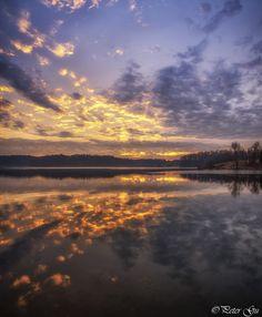Symmetric - Sunrise on mirror lake