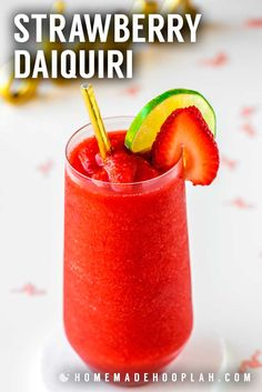 Strawberry Daiquiri: With just four simple ingredients you can skip the mix and make fresh strawberry daiquiris at home. Perfect for cooling down in warmer weather and always a hit at parties! Strawberry Daiquiri Recipe, Strawberry Drinks, Frozen Strawberry Desserts, Strawberry Recipes, Frozen Daiquiri, Frozen Drinks, Frozen Margarita Recipes, Frozen Drink Recipes, Refreshing Drinks