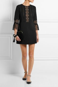 Black crepe and guipure lace Concealed hook and zip fastening at back 90% polyester, 6% cotton, 4% polyamide Hand wash