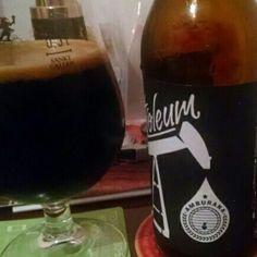 Cerveja Petroleum Amburana, estilo Russian Imperial Stout, produzida por DUM Cervejaria, Brasil. 12% ABV de álcool.