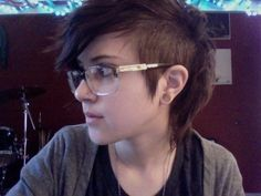 once again IF i ever would cut my hair short...it would be thisss