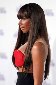 Leona Lewis rocks a new hairstyle!