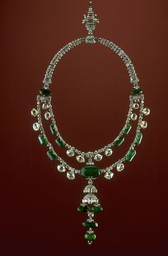 Photograph of the Spanish Inquisition necklace (G5113). Photo by Chip Clark.