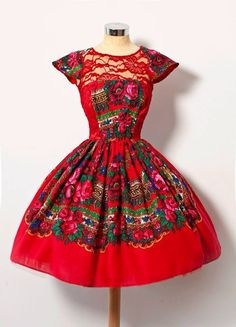 Red dress Mexican Fashion, Mexican Outfit, Mexican Dresses, Folk Fashion, 1950s Fashion, Vintage Fashion, Mode Russe, Retro Mode, Russian Fashion