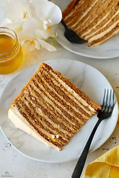 Sweet Tooth Girl — The Most Amazing Russian Honey Cake Russian Honey Cake, Russian Cakes, Russian Desserts, Russian Recipes, Great Desserts, Dessert Recipes, Food Cakes, Cupcake Cakes, Tolle Desserts