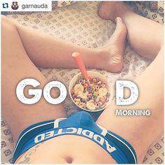 #Repost @garnauda ・・・ Buenos días. ¿Quién quiere desayunar?... #GoodMorning #Breakfast #CerealAndMilk #BoysFactory #Addicted #MyLegs #InBed #GArnauda