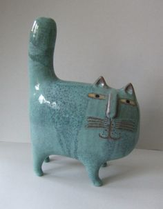 Ceramic cat from Lisa Larson, Gustavsberg Sweden: Lisa Larson is a Swedish ceramic designer who star Pottery Animals, Ceramic Animals, Clay Animals, Ceramic Clay, Ceramic Pottery, Pottery Art, Glazed Ceramic, Sculptures Céramiques, Sculpture Art