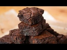 The Best One-Bowl Brownies Recipe - for 16 brownies. Ingredients, easy step by step instructions and Tasty video recipe. Delicious Dinner Recipes, Yummy Food, Buzzfeed Tasty Videos, One Bowl Brownies, Keto Brownies, Easy Desserts, Dessert Recipes, Sauce Spaghetti, Restaurant