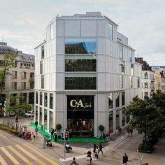 CREARAILING war beim Umbau des C&A Gerbergasse in Zürich mit dabei. CREAPOINT GT50 www.crearailing.ch  #CREA#CREARAILING#CREAPOINT#CREALINE #glasgelaender#ganzglasgeländer#glasgeländer#glasgeländersysteme#siebdruck #punkthalter #glassrailing#railing#glassbalustrade#railing#swissmade #gardecorpsenverre#stakleneograde Glass Balustrade, Glass Railing, Multi Story Building, Street View, Silk Screen Printing, Dots, Hang In There, Glass Handrail, Glass Handrail