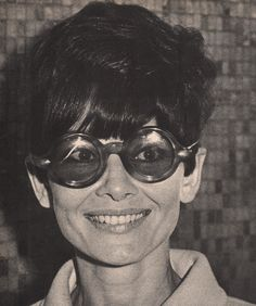 Audrey Hepburn really liked to wear sunglasses. In late 1960s, she had a collection with more than 20 different models. Photo: The actress Audrey Hepburn photographed by Ron Galella at the Los Angeles International Airport in Los Angeles (USA), on April 01, 1968. Audrey was wearing: Sunglasses: Oliver Goldsmith.