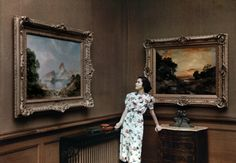 National geographic: colour autochromes, 1920s-30s cont'd - mississippi, woman admiring art /    Source : http://stayfancyfree.blogspot.com/2011/07/national-geographic-colour-autochromes.html