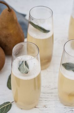 Champagne Cocktails to Serve at Your Bridal Shower You can make a Pear, Ginger + Sage Champagne Cocktail with this recipe.You can make a Pear, Ginger + Sage Champagne Cocktail with this recipe. Cocktails Champagne, Beste Cocktails, Winter Cocktails, Cocktail Drinks, Cocktail Recipes, Alcoholic Drinks, Beverages, Cocktail Ideas, Champagne Bar