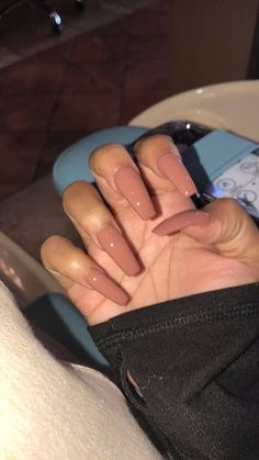 The advantage of the gel is that it allows you to enjoy your French manicure for a long time. There are four different ways to make a French manicure on gel nails. Nails 2018, Aycrlic Nails, Nude Nails, Coffin Nails, Beige Nails, Matte Nails, Cute Acrylic Nails, Acrylic Nail Designs, Nail Art Designs