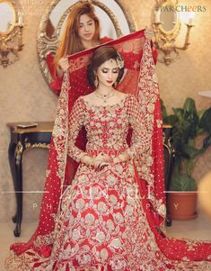 Best Wedding Photographers - Photographers in Pakistan - Pack Cheers Asian Wedding Dress Pakistani, Pakistani Dresses, Indian Dresses, Dulhan Dress, Bridal Photoshoot, Bridal Pics, Bridal Dress Design, Indian Bridal Fashion, Zara