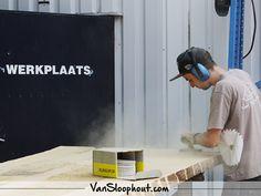 Work on progress! Boomstamtafel schuren.. #reclaimed #wood #eiken #boomstam #tafel #wonen #interieur #wooninspiratie