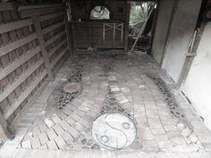 Die Kieslinge sind gefugt, nur noch der letzte Eisenreifen muß gefüllt werden..