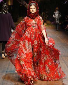 いいね!1,477件、コメント13件 ― Cassidy Zacharyさん(@the_art_of_dress)のInstagramアカウント: 「Today's #ArtofDress posts are brought to you by @Colleen_Hill_fashion, Curator of Costume and…」