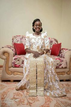 African Traditional Wear, Traditional Fashion, Traditional Dresses, African Men, African Attire, African Dress, African Fashion Skirts, Fashion Dresses, Vow Renewal Dress