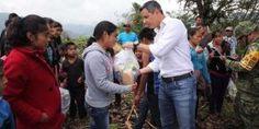"Entrega Murat víveres a los afectados por tormenta tropical ""Beatriz"""